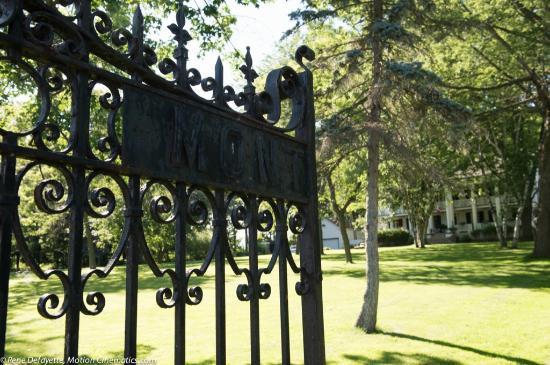 Montrose Inn & Tea Room: The gates