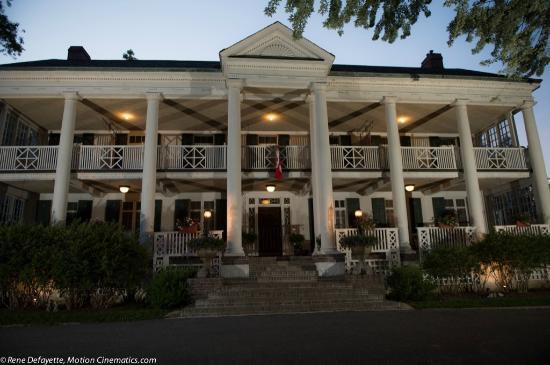 Montrose Inn & Tea Room: Evening