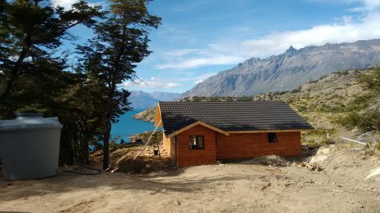 Patagonia Acres Fishing Lodge: Chalé com vista para o Lago General Carrera