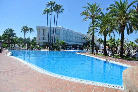 Hotel 1ere piscine picture of club marmara marbella for Piscine marbella