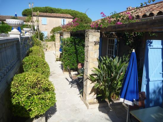 Petite terrasse aménagée - Picture of Jas Neuf Hotel, Sainte-Maxime ...