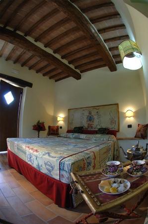 Casale Belforte: double bedroom