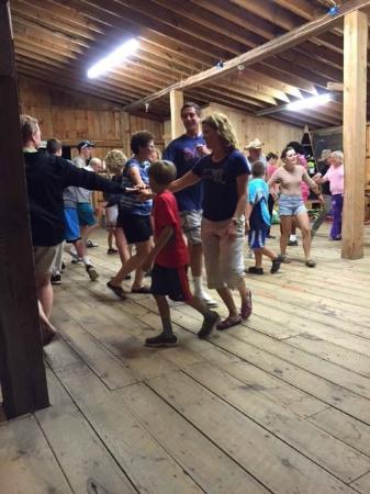 Washington, Μέιν: Tuesday night barn dance!