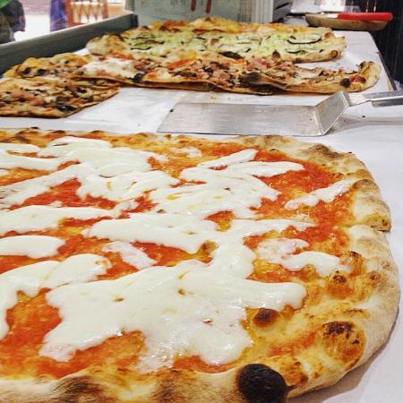 Bancone Gusto contranci di pizza e sfizi fritti - obrázek zařízení ...