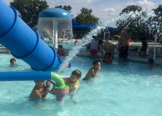 Randol Mill Family Aquatic Center: Cool fun on a hot day