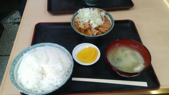 Motsunikomitaro: 定食 煮込み大盛り