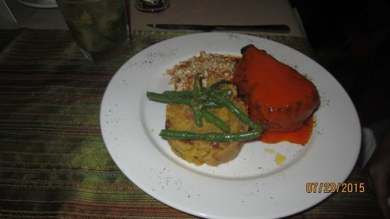 d`Sofia: Beef Tenderloin with roasted pepper & cashew sauce
