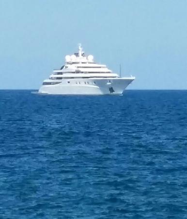 Yacht dalla terrazza del ristorante La Scogliera Acicastello ...