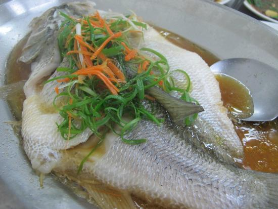 Fu-beng Restaurant: Whole Fish in some kind of broth
