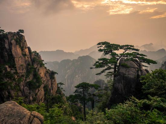 Sunrise in Beihai peak in Huangshan