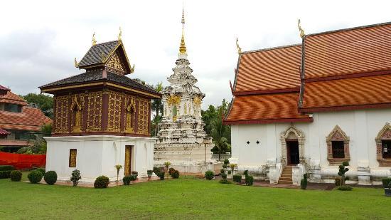 Wat Hua Khuang Temple
