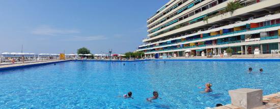 La piscina olimpionica foto di marina di caponero - Dimensioni piscina olimpionica ...