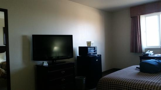 Quality Inn Price : Large rooms, free breakfast
