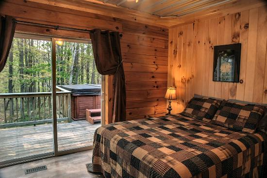 Springwood Cabins: Deer Crossing   Bedroom W/Private Bath
