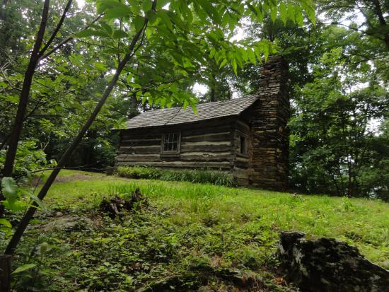 Hickory Ridge Living History Museum: Rustic Cabin