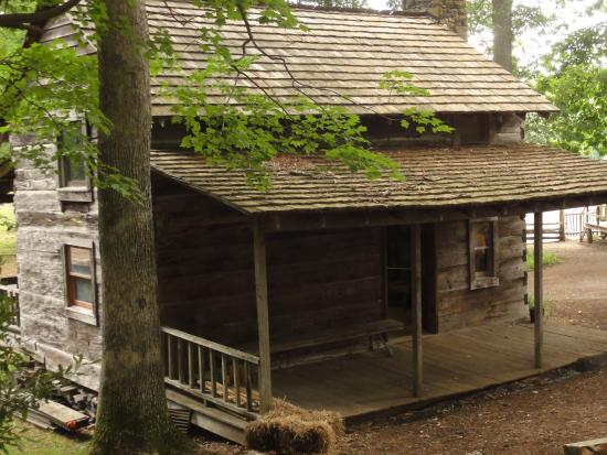 Hickory Ridge Living History Museum: Another Rustic Cabin