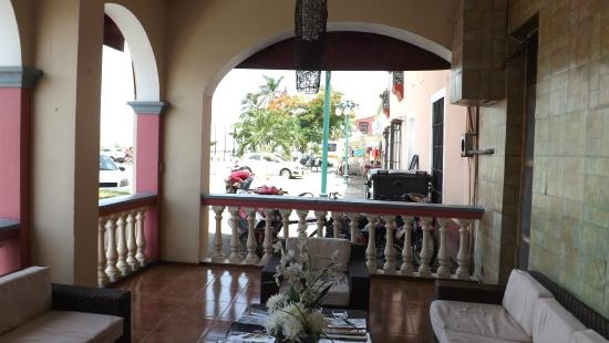 Hotel Dona Lala: Entrance terrace