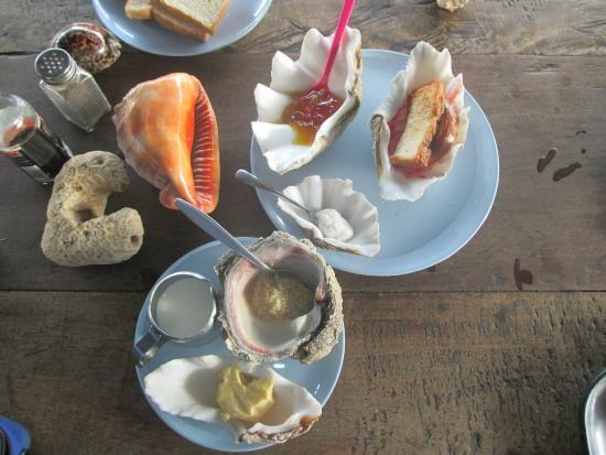 Wasini Island, Kenya: завтрак оригинальной сервировки от хозяйки Амины