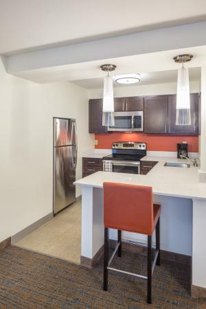 Residence Inn Portland Hillsboro : Fully Equipped Kitchen