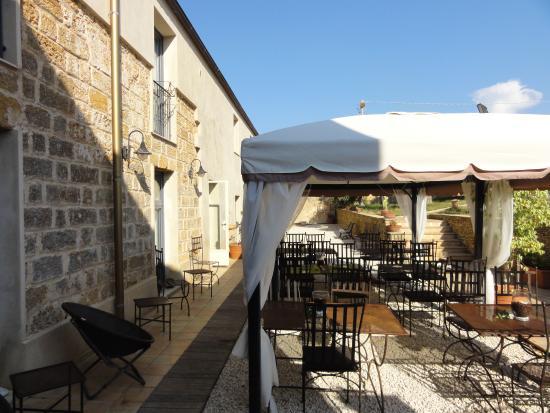 Relais Casa Mirabile: Essen im Freien