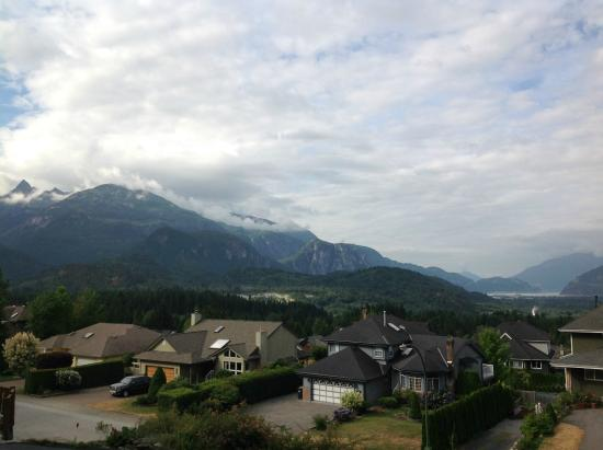 Highlands B&B: View from Freesia Room
