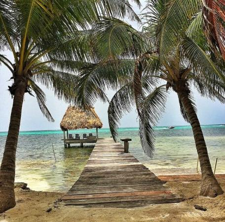 The Landings at Tres Cocos: A nearby Palapa Bar