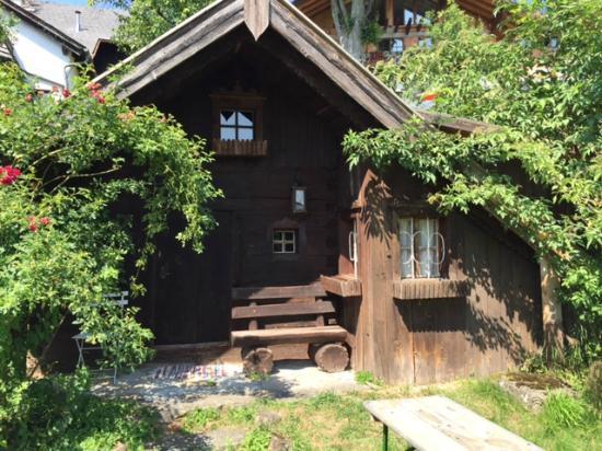Steinbach am Attersee, ออสเตรีย: Little 'midget' house in the garden