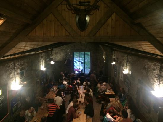 Ben Nevis Inn and Bunkhouse: Live music and Long table dining