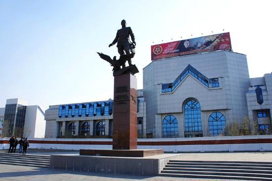 Statue of Aleksandr Pokryshkin