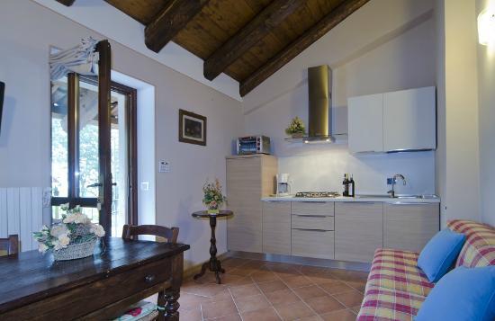 cucina soggiorno app. cappuccino - Bild von Sul Bric Dei Capalot, La ...