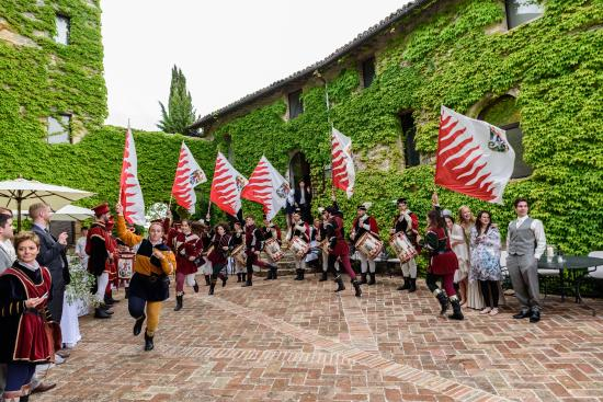 Borgo di Bastia Creti : Wedding reception in the courtyard