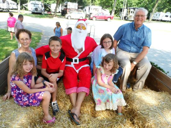 Mill Bridge Village & Campresort: Christmas in July with Summer Santa!
