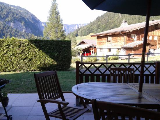 Simply Morzine - Chalet des Montagnes : View from the patio