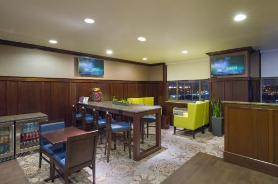 Sheraton JFK Airport Hotel: Club Lounge