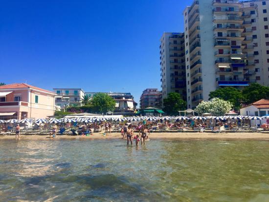 Hotel Ausonia: The private beach in July 2015