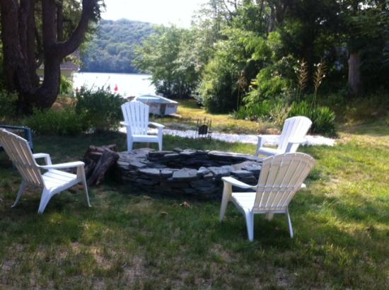 Scargo Manor Bed and Breakfast: new fire pit