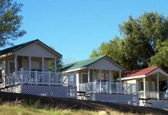 Rancho Oso RV & Camping Resort: Homes