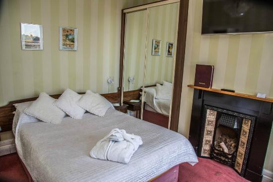 Cambridge Villa Hotel: Double room