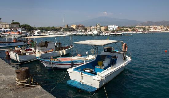 Villa Daphne: Giardini Naxos waterfront
