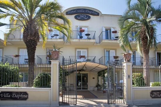 Villa Daphne: Hotel front