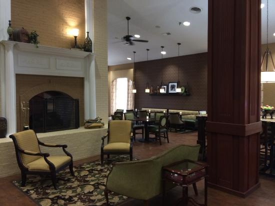 Hampton Inn Morristown: lobby area