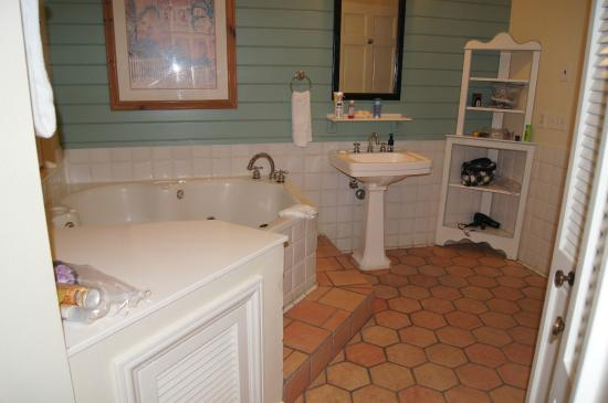 master bathroom - picture of disney's old key west resort, orlando