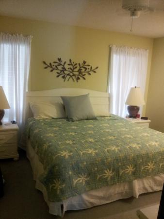 Heron Pointe: master bedroom