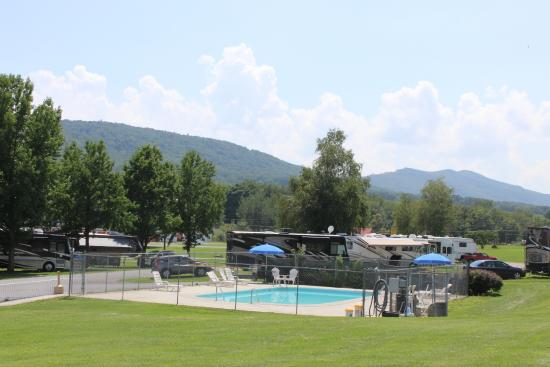 Fort Chiswell RV Park: The RV Park from the pool area