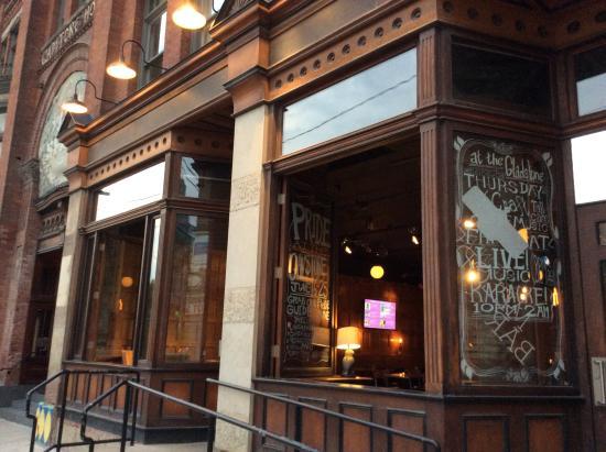 Gladstone Cafe: Bar b