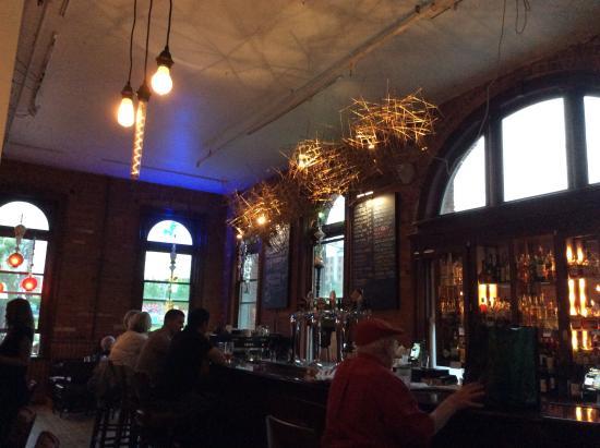 Gladstone Cafe: Bar c