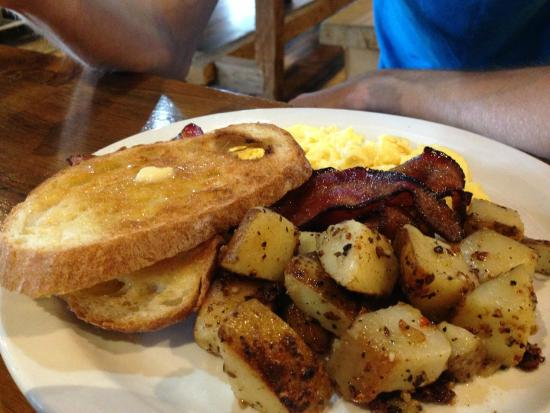 Pittsfield, VT: Eggs, bacon, potatoes and toast