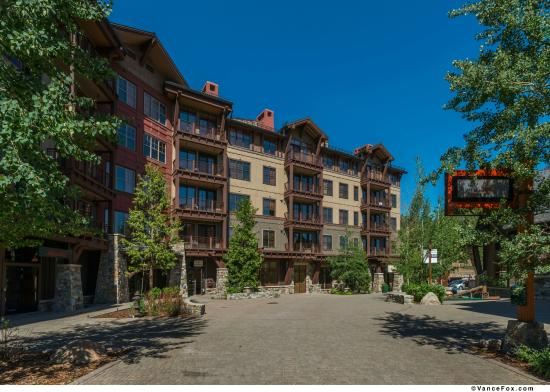 Iron Horse - Tahoe Mountain Lodging: Exterior of Iron Horse Lodge