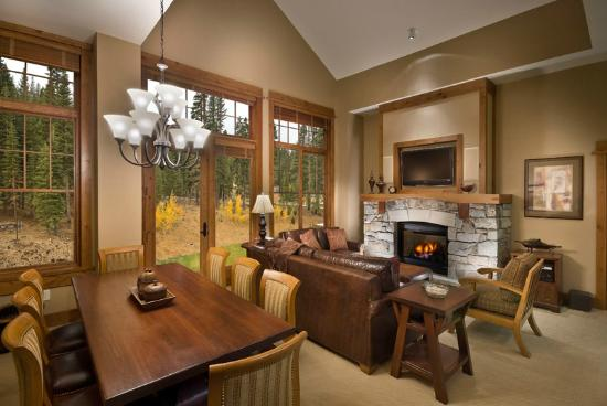 Iron Horse - Tahoe Mountain Lodging: Great room