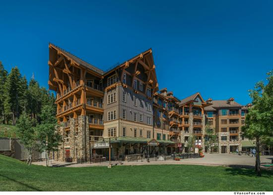 Big Horn Lodge - Tahoe Mountain Lodging : Exterior of Big Horn Lodge